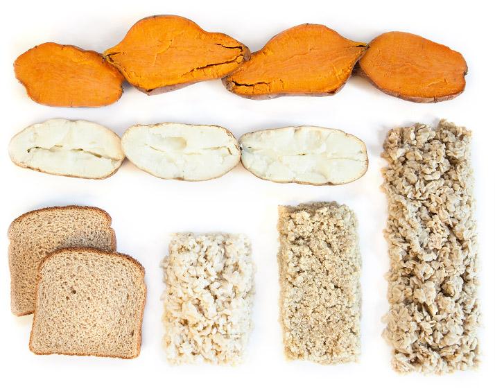 Как и белки, углеводы тоже играют огромную роль в скорости синтеза белка мышечных волокон. Но в отличие от протеинов, количество углеводов в рационе должно с возрастом уменьшаться — только так будут созданы оптимальные условия для роста мышц.