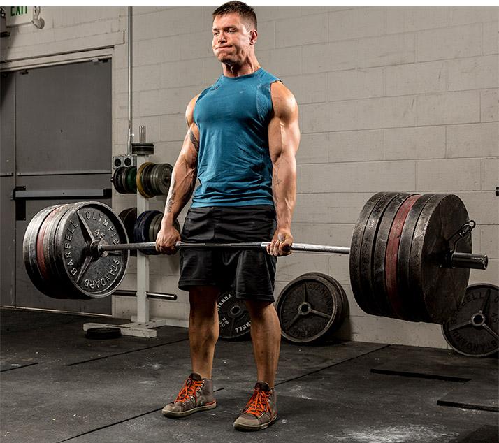 Тренируйтесь как пауэрлифтер: тренировка спортсменов на силу отличается от тренировки бодибилдеров тем, что они избегают подходов в отказ, потому что они могут негативно сказаться на нервной системе.
